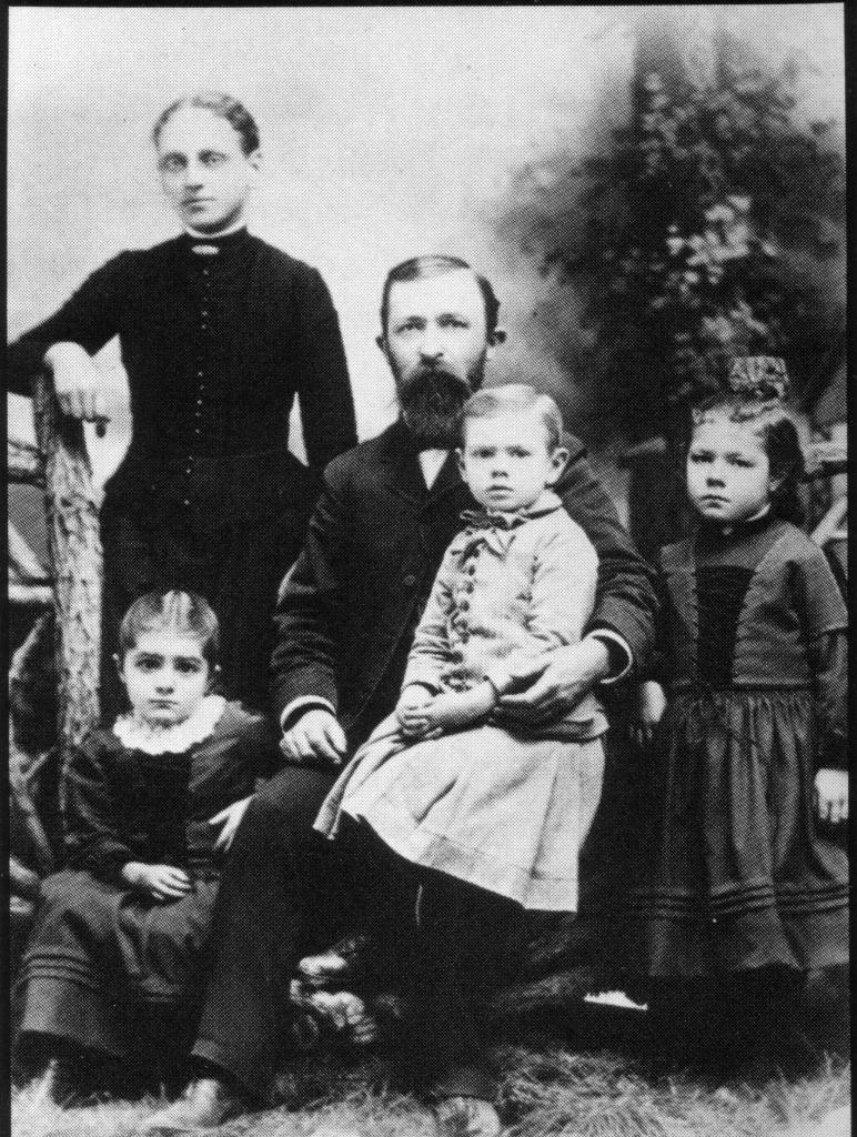 Dr.-John-Harvey-Kellogg-and-Family